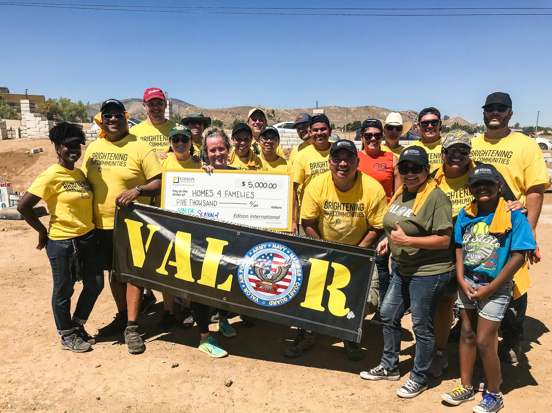 Valor members and volunteers presented a $5,000 grant to Homes4Families on behalf of Edison International to support the nonprofit's community outreach efforts.