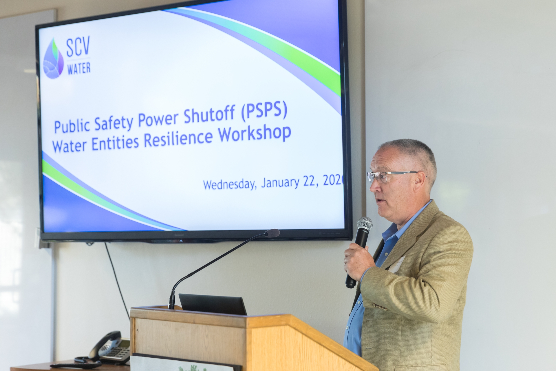 Keith Abercrombie, chief operating officer of the Santa Clarita Valley Water Agency, speaks at a recent resiliency workshop hosted by SCE.