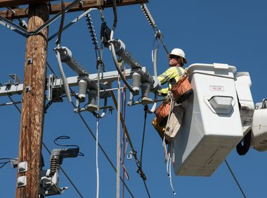 SCE Crews Insulate Power Lines to Prepare for Active Wildfire Season