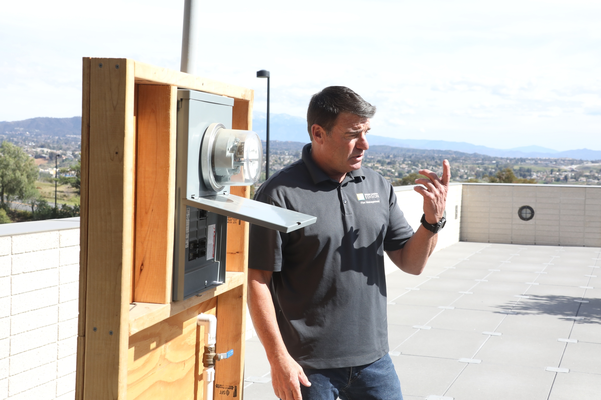 Scott Brown, a member of SCE's Fire Management Team, teaches electrical safety to students at Crafton Hills College.