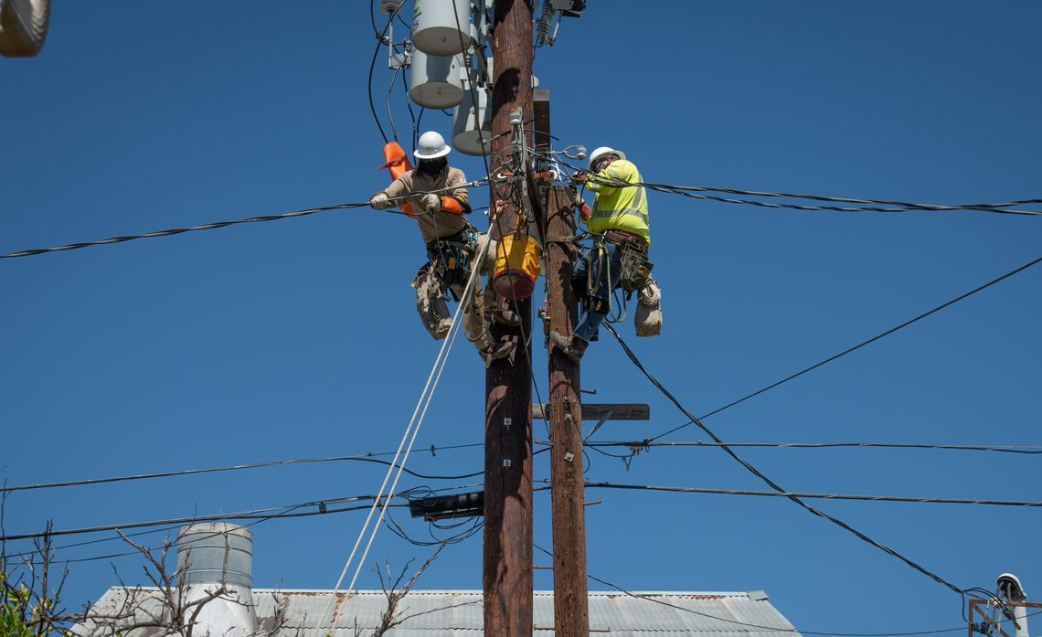 SCE Lineworkers Safely Continue Essential Work