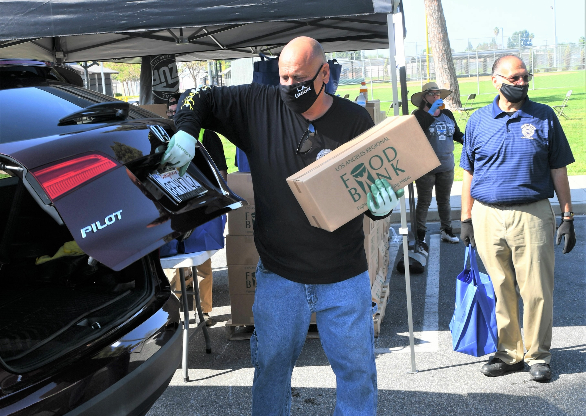 IBEW 47 member and SCE employee Robert Madrigal loads boxes at a recent food distribution event.