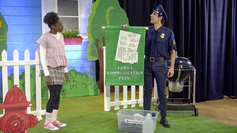 A police officer teaches Penelope Planner what should go into a family communication plan in case of an emergency.