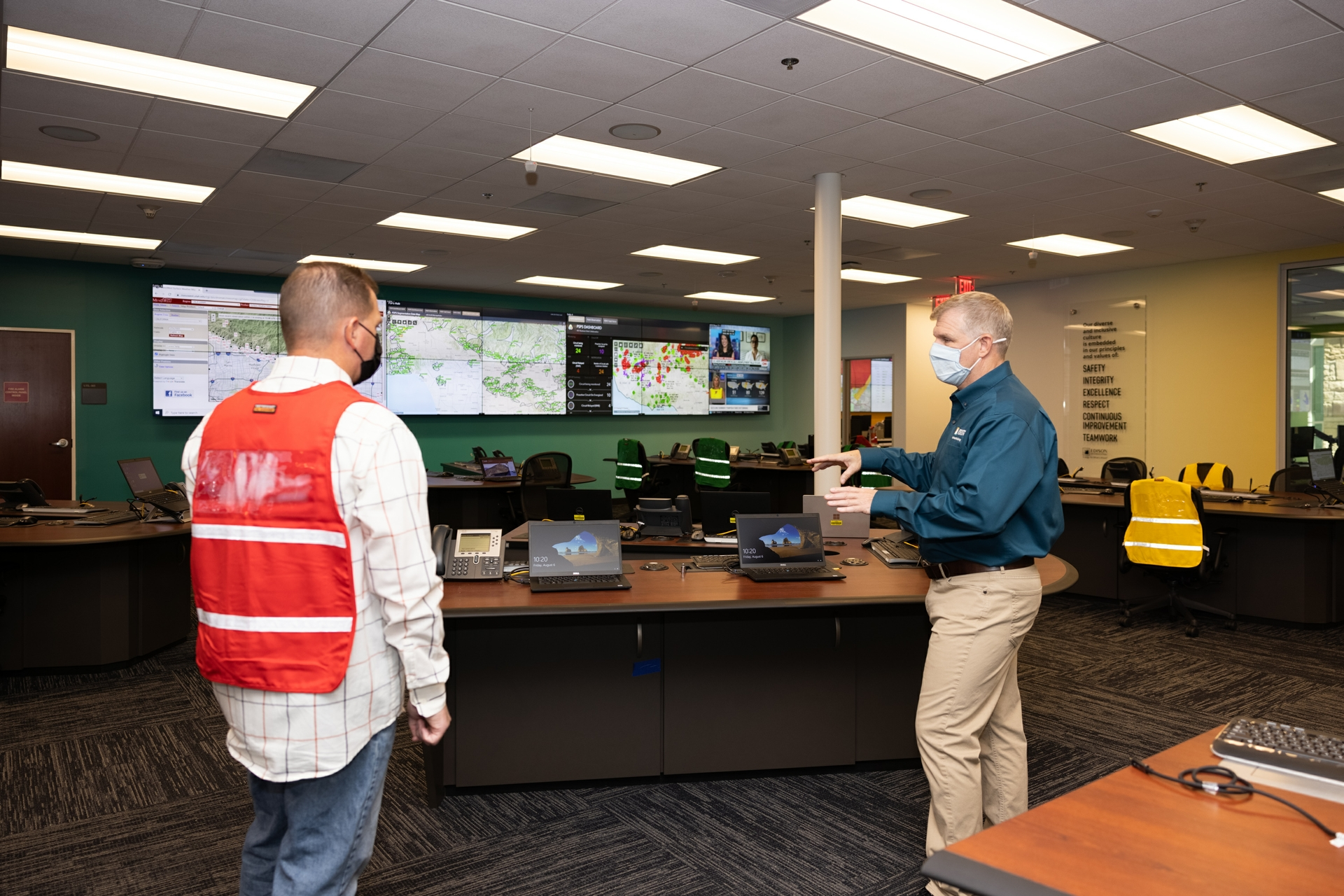 Don Daigler (right), SCE managing director of Business Resiliency, and Thomas Jacobus, SCE Business Resiliency principal manager, are monitoring SCE's Alert Wildfire Camera System.