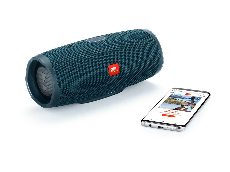 JBL_Charge4_Phone_OceanBlue_201902261355
