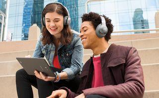 JBL lança headphones da linha Everest compatíveis com o Google Assistente em português
