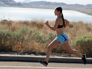 JBL Endurance RUNBT_lifestyle Image_Red