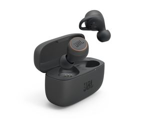 JBL_LIVE 300TWS_Product Render_Black_with Charging Case