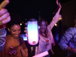 JBL Pulse 4 Rooftop Dancing 13