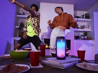 JBL Pulse 4 Living Room Party 4