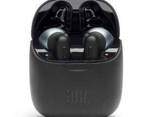 JBL_TUNE 220TWS_Product Image_Black_Charging Case Open