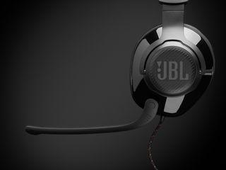 JBL_Quantum_300_Product Image_Hero_Mic Down_Black