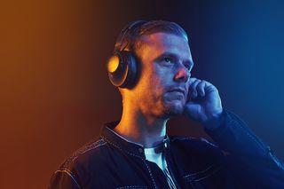 Inspirada em músicos profissionais, JBL Club amplia linha de fones premium no Brasil