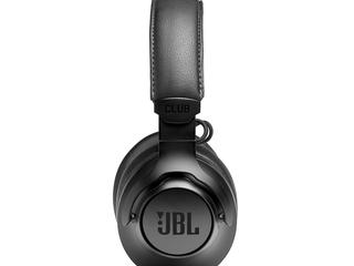 JBL_CLUB_ONE_Product-Photo_Left-02