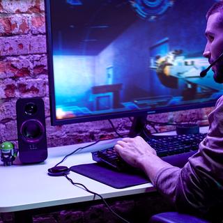 Ampliando sua linha gamer, JBL lança no Brasil a caixa de som JBL Quantum DUO