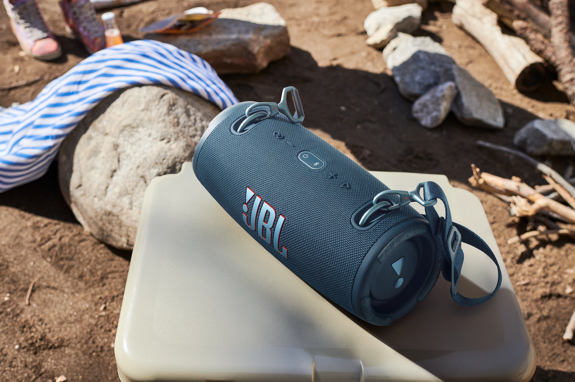 JBL_EXTREME_3_BLUE_CAMPING_2_x1