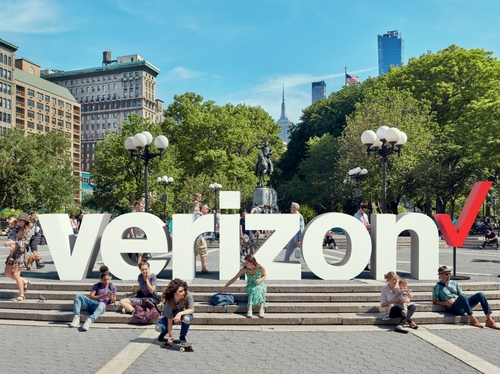 Verizon logo outdoors option 2