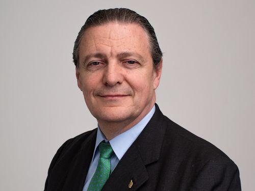 Richard L. Carrión (headshot)