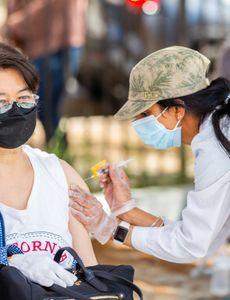 """La colaboración con el sector privado es """"esencial"""" para una vacunación contra el COVID-19 eficaz y equitativa"""