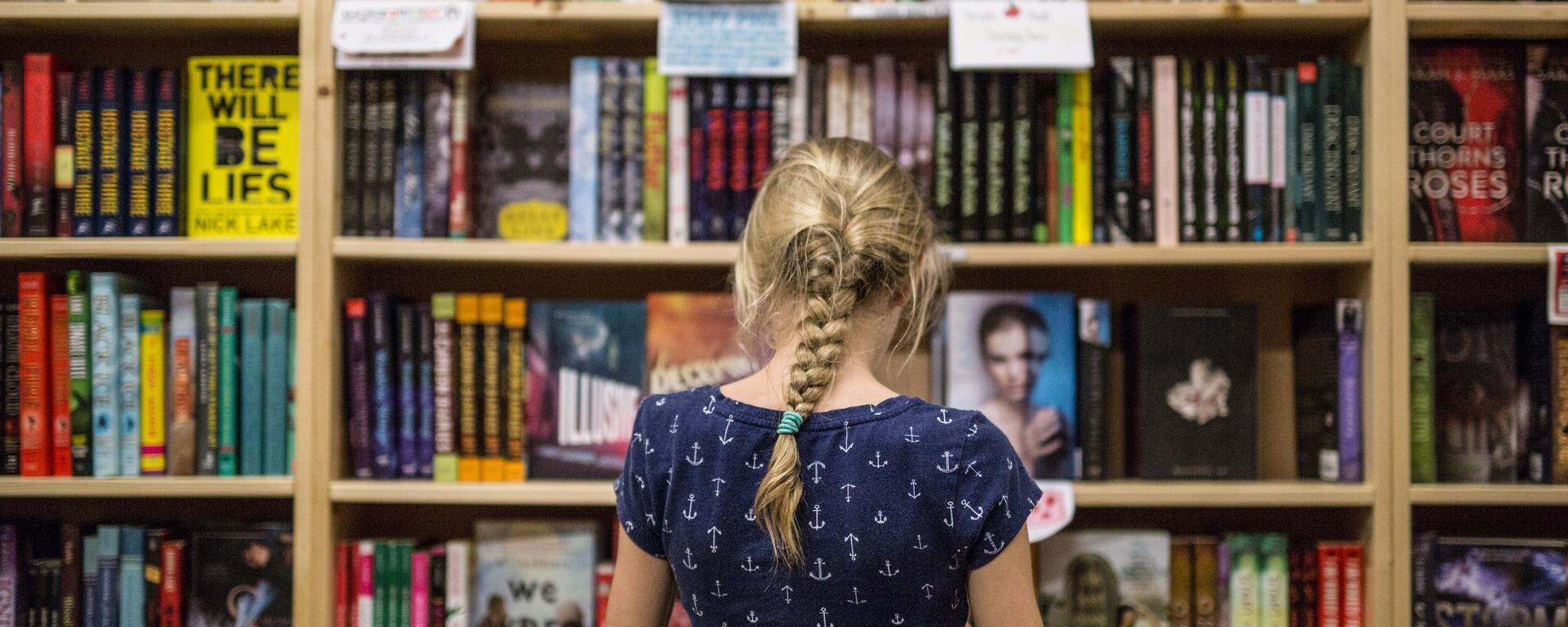 pr-20190125-kid-reads-at-powells-books-burnside-01 1