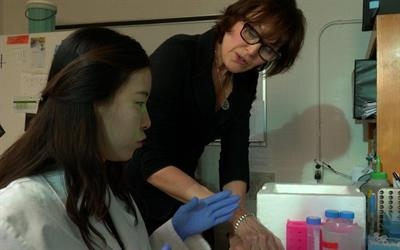 Maquat works with postdoctoral fellow Hana Cho