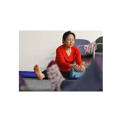 1527426714_yoga-breast%20ca_4089_375x272