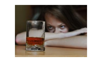 1022317070_alcohol%20woman_5149_465x338