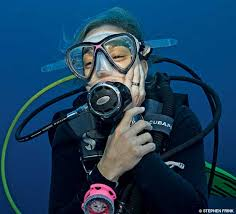 diver with toothache