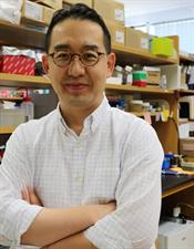 head shot of scientists Minsoo Kim, who studies cancer immunotherapy