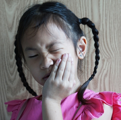 girl-with-tooth-pain