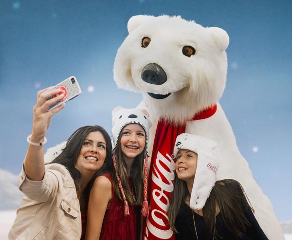 retouched-family-polar-bear-selfie-11-9-15