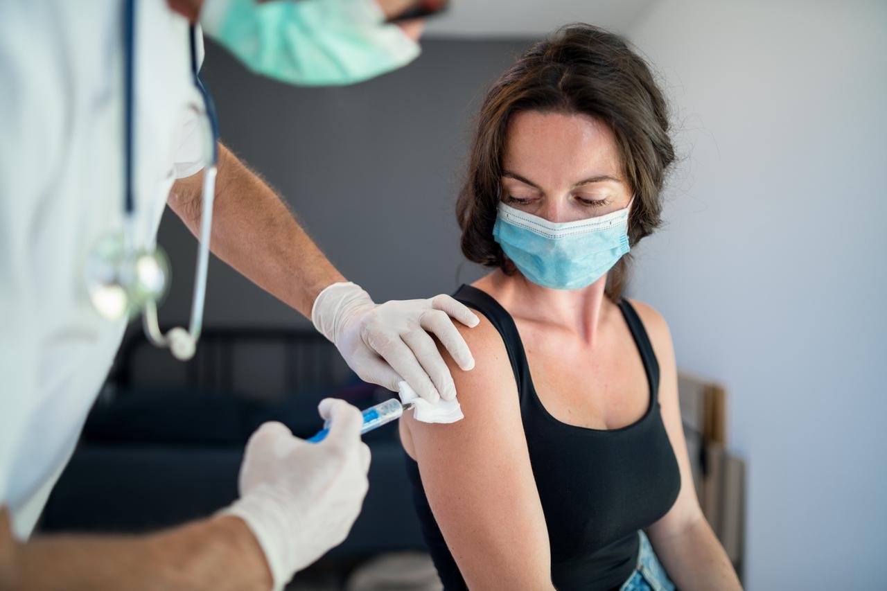 'La vacuna del COVID-19 protegerá y defenderá a la gente de este tipo de devastación'