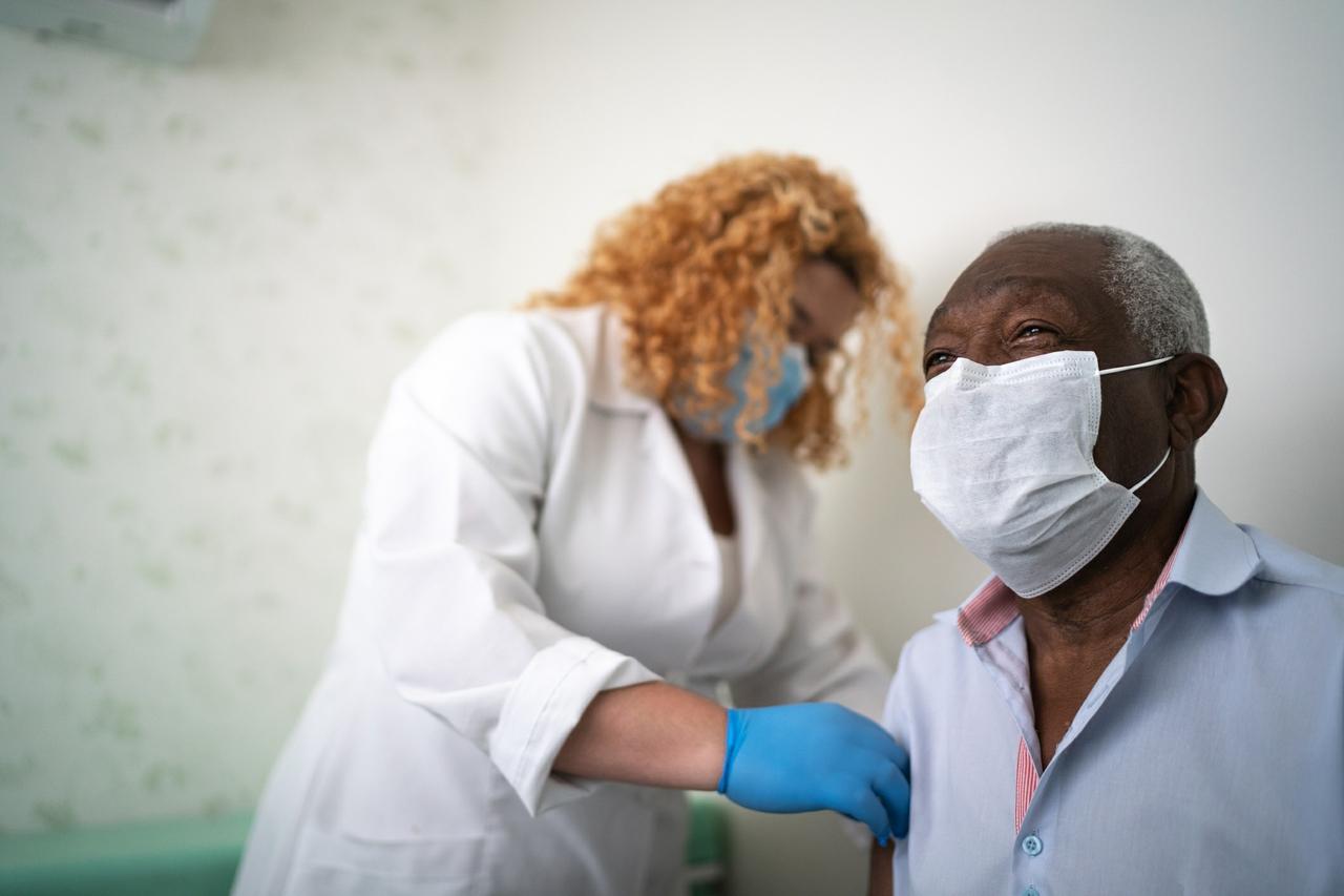 Latinos entusiasmados con la vacuna contra el COVID-19