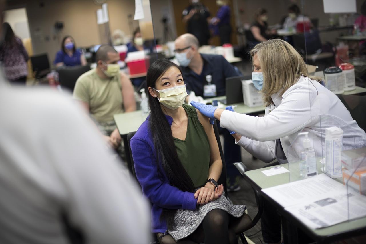Cómo se puede sentir después de recibir las vacunas del COVID-19