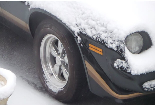 Tire in Snow by stradablog