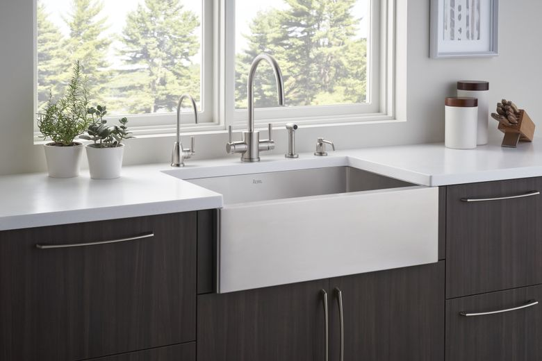 White_Good_Rohl_Sinks_Shot_01_2100x1402_300_RGB