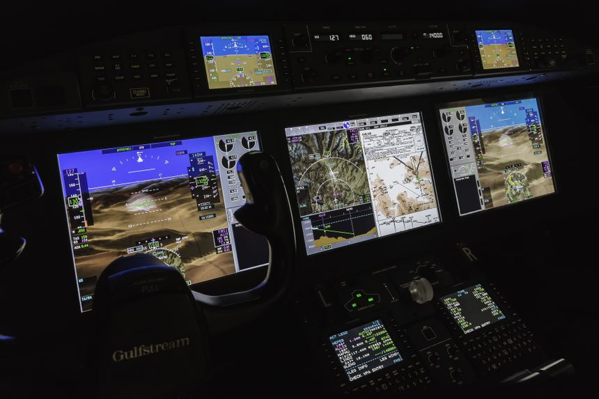 Gulfstream G280 Flight Deck 004