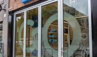 Eyeconic Chicago Bucktown Store Exterior