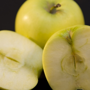 Apple - Golden Delicious, whole and half close up