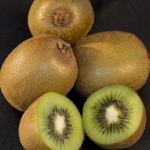 Kiwi - whole and half