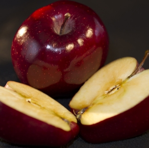 Apple - Red Delicious whole with half