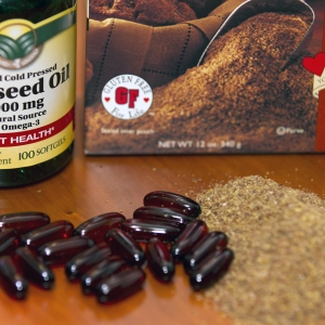Flaxseed Oil Caplets and Milled Flaxseed Horizontal