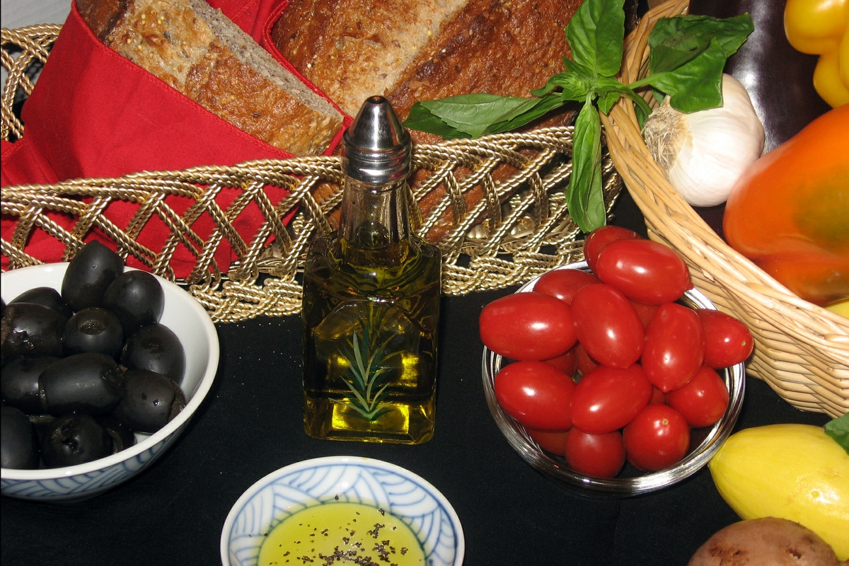 Mediterranean Diet -breads-oil-veggies