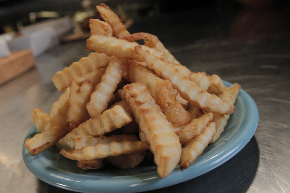Fries (crinkle cut) on a plate