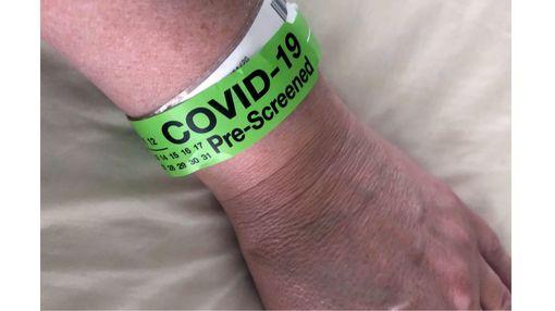 COVID-19 pre-screening band