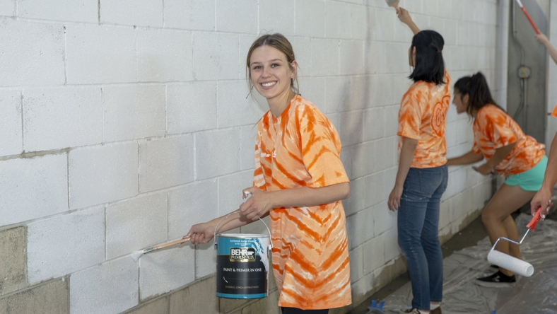 behr-cares-volunteers-03