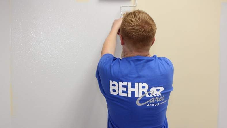 behr-cares-volunteers-07