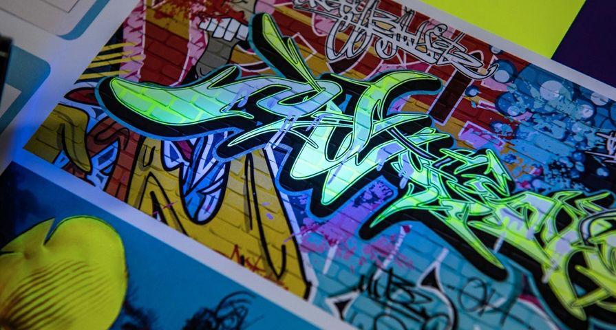 New-Xerox-Fluorescent-Yellow-Dry-Ink-shines-under-UV-light_mid