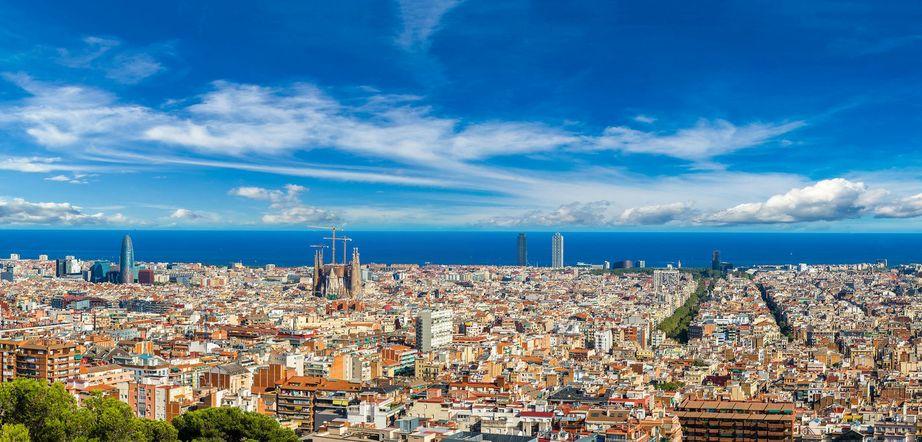 skyline-barcelona-via-vespa