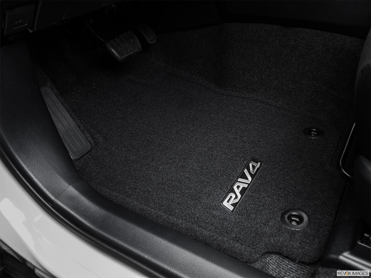 2015 Toyota Rav4 Fwd 4 Door Xle Se Driver S Floor Mat